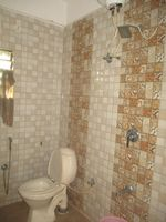 11NBU00098: Bathroom 2