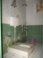 10A8U00169: Bathroom 2