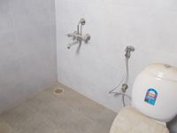 13M5U00550: Bathroom 1