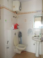 13M5U00217: Bathroom 1