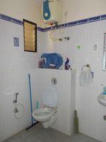 13M5U00217: Bathroom 2