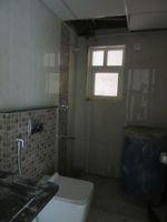 13J6U00150: Bathroom 1