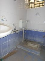 12M5U00176: Bathroom 4