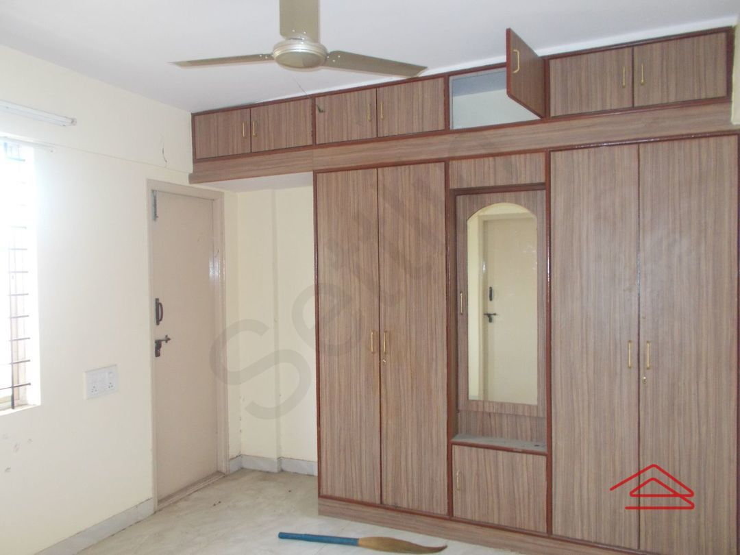 12M5U00176: Bedroom 1