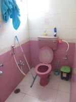 13A4U00318: Bathroom 2