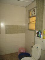 12F2U00073: Bathroom 2