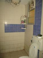 12F2U00073: Bathroom 1