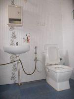 13J6U00232: Bathroom 1