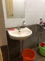 12OAU00243: Bathroom 2