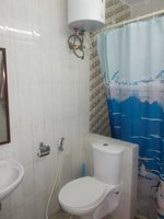 13A8U00139: Bathroom 1