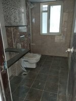 13OAU00012: Bathroom 2