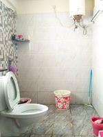 12J7U00352: Bathroom 2