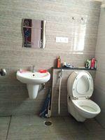 12J7U00352: Bathroom 1
