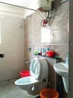 12J7U00352: Bathroom 3