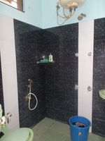 13M5U00618: Bathroom 1