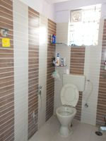 13M5U00475: Bathroom 1