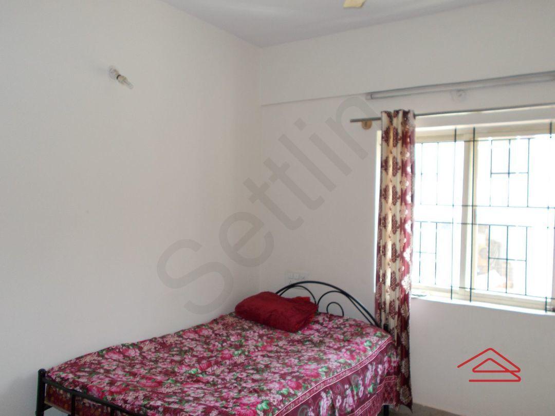 13M5U00475: Bedroom 1