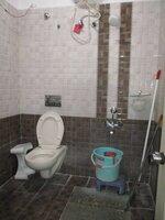 15A8U00806: Bathroom 1