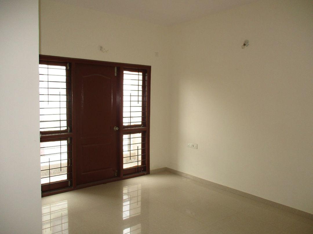 10J6U00350: Bedroom 1