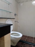 14M3U00025: Bathroom 2