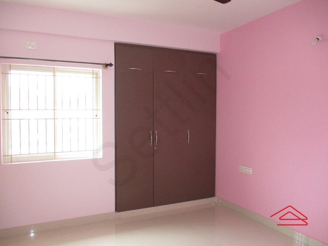 15J7U00122: Bedroom 1