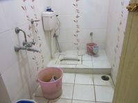11F2U00185: Bathroom 1