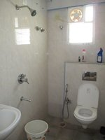 14F2U00177: Bathroom 2