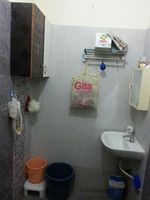 10J7U00305: Bathroom 2