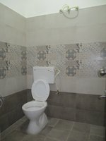 14J6U00205: bathrooms 1