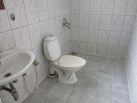 13J6U00442: Bathroom 1