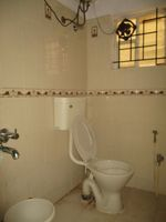 13M5U00188: Bathroom 1