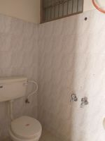 13M5U00474: Bathroom 1