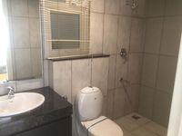 11NBU00705: Bathroom 2