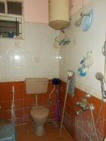 13A8U00117: Bathroom 1