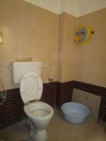 13A4U00216: Bathroom 2