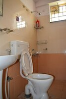 15A4U00200: Bathroom 1