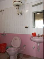 13F2U00319: Bathroom 1