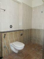 13J6U00458: Bathroom 1