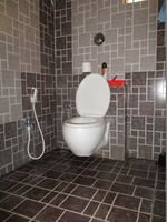 10A8U00187: Bathroom 2