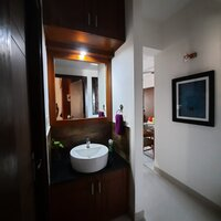 15A4U00436: Bathroom 2