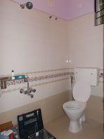 12F2U00083: Bathroom 1