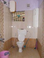 12F2U00083: Bathroom 2