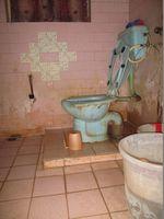 #90/4: Bathroom 1