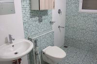13J6U00090: Bathroom 1