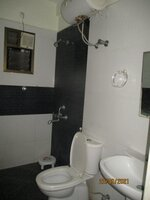 15J7U00629: Bathroom 1
