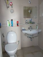 12DCU00293: Bathroom 1