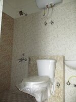 15OAU00028: Bathroom 2