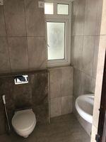 13J6U00105: Bathroom 3
