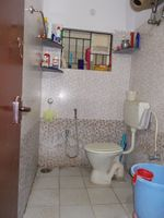 12J1U00104: Bathroom 2