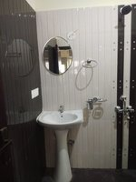 13NBU00143: Bathroom 2